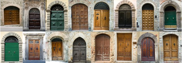 Doors old houses Italy
