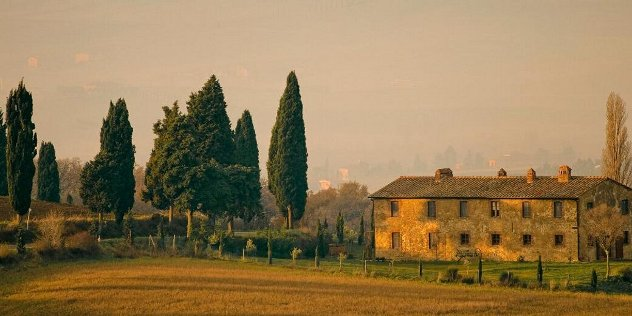 house in the Tuscan countryside